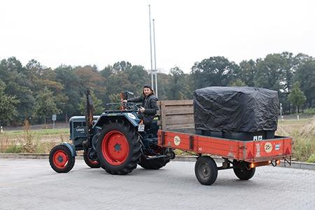 imagevideo_bild_traktor_rot